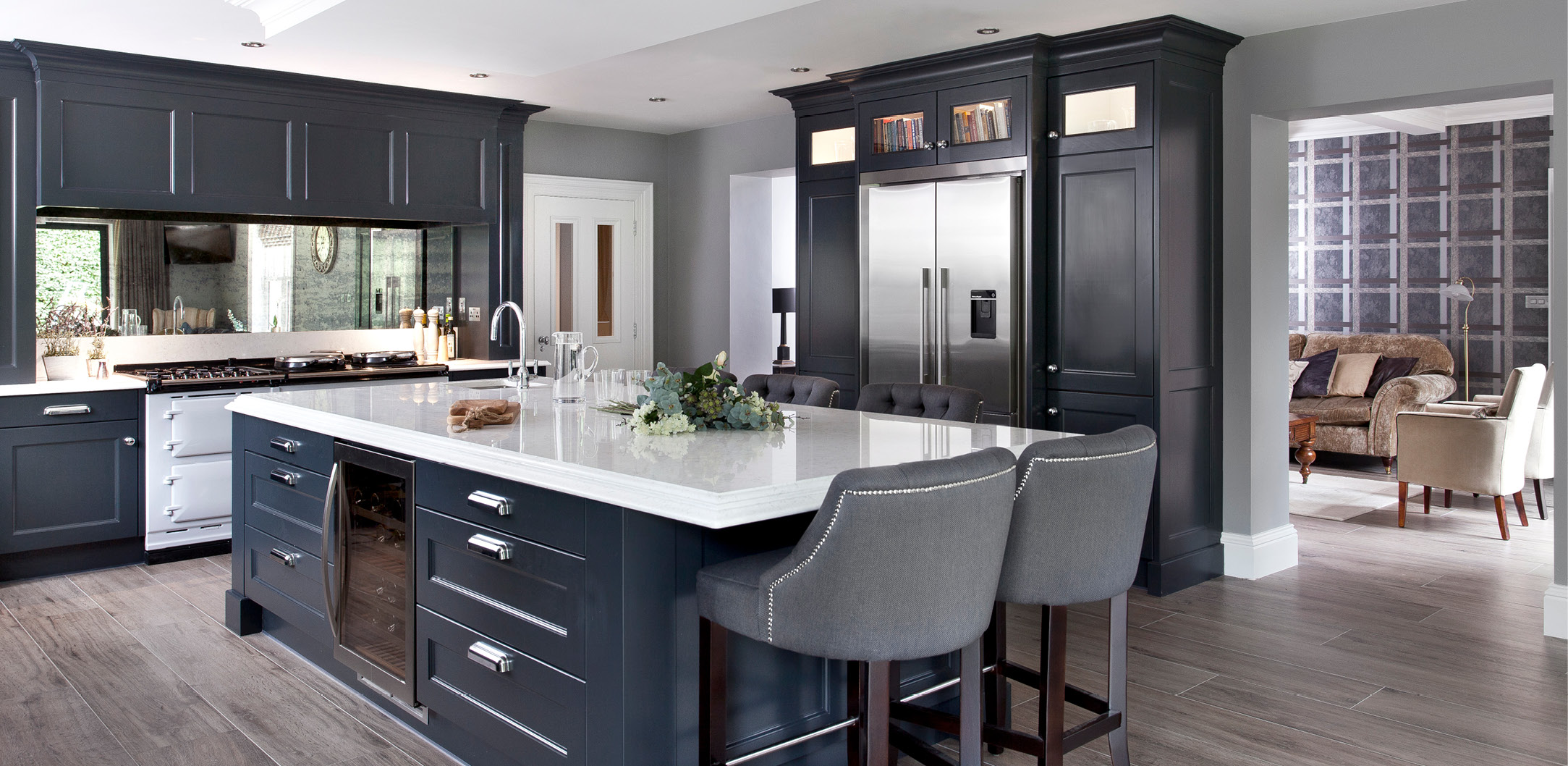 Painted kitchen cabinets modern for Contemporary kitchen style